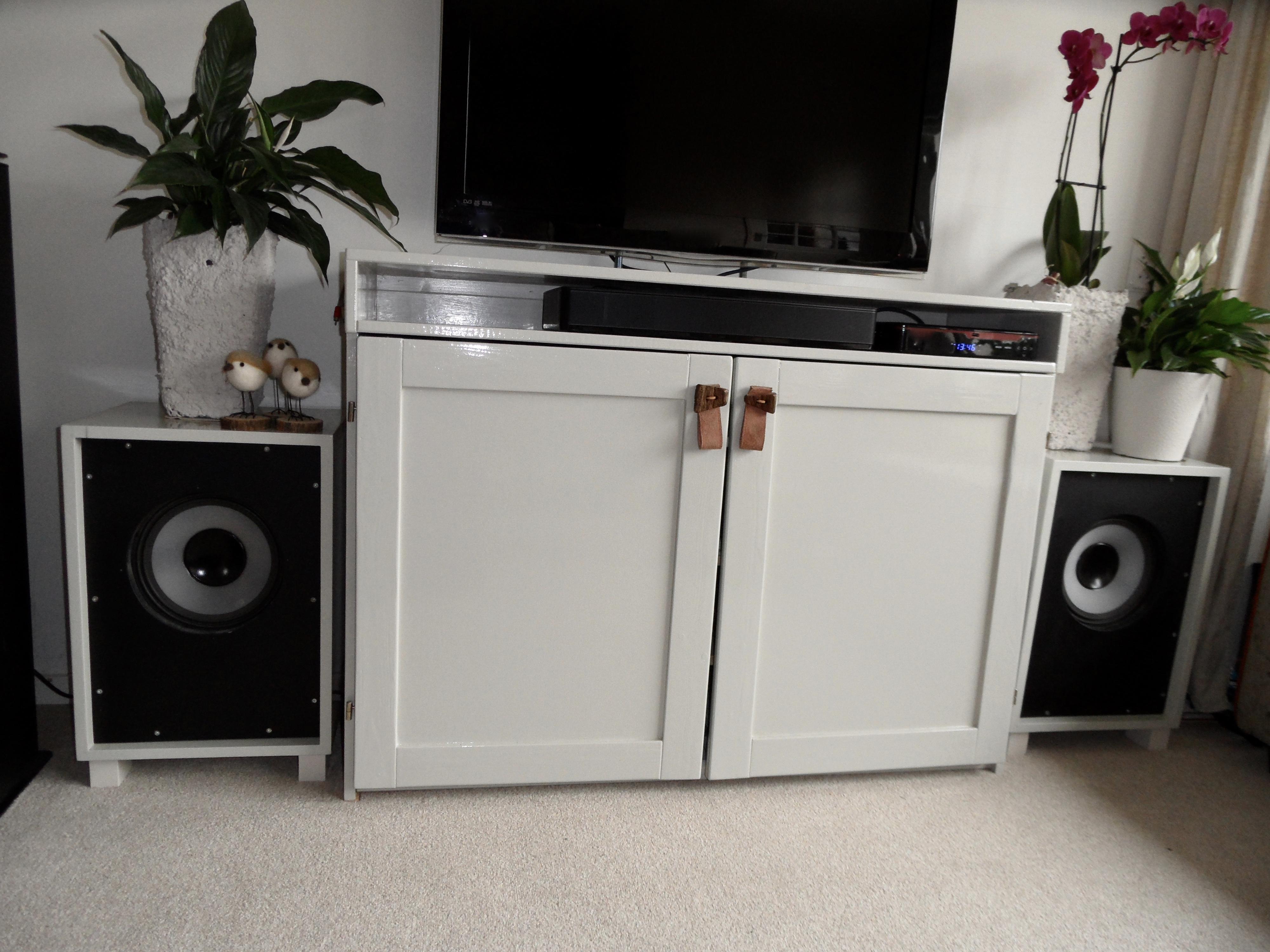 TV meubel en speaker kasten